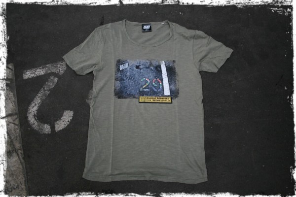 FAHRWERK_Herren_T-Shirt_Fanyana _german motorwear_automotive apparel_khaki_weiß