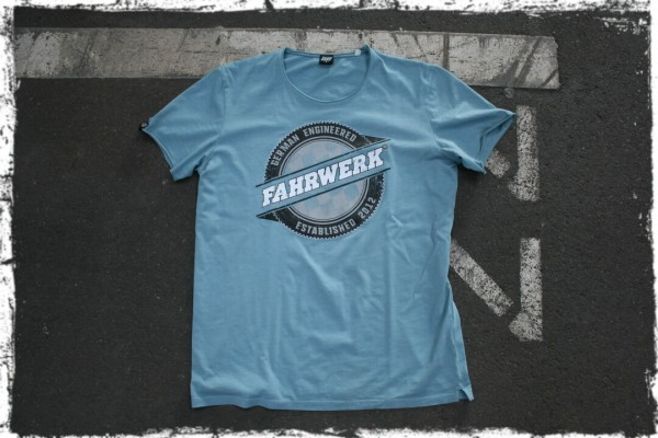 FAHRWERK_T-Shirt_LIO_german engineered_blau